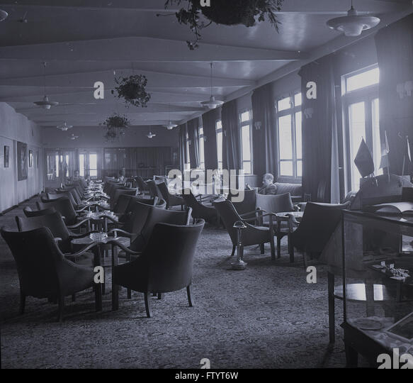 1950s historical, interior view of the first-class passenger hospitality lounge, Dublin Airport, Ireland. - Stock Image