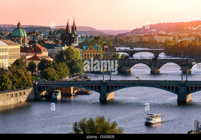 Over of Vitava river and Charles bridge and bridges of Prague. - Stock-Bilder