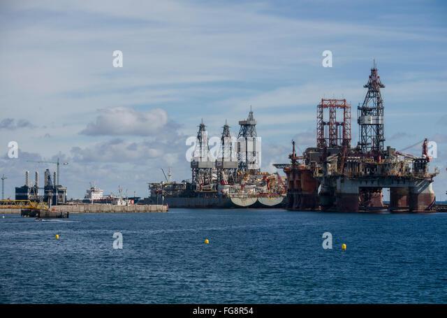 oil platform in the spring south of the Maritime Port of Santa Cruz de Tenerife - Stock-Bilder