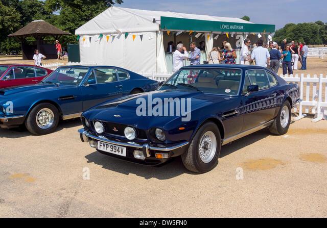 V8 saloon stock photos v8 saloon stock images alamy - Garage mercedes bressuire ...