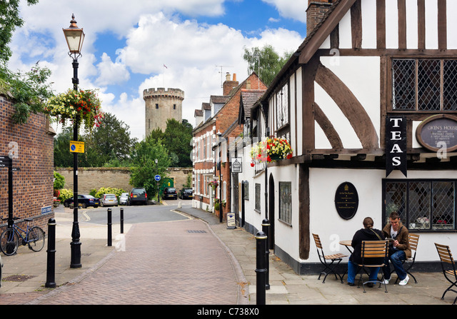 View down Castle Street towards Warwick Castle with the Thomas Oken Tea Rooms in the foreground, Warwick, Warwickshire, - Stock Image