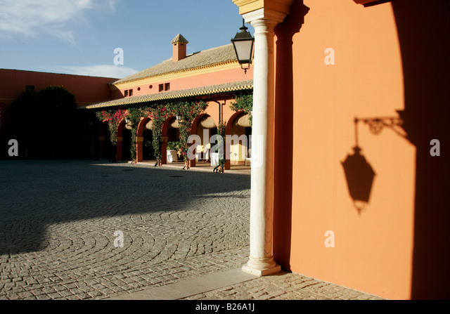 Hacienda courtyard stock photos hacienda courtyard stock - La boticaria sevilla ...