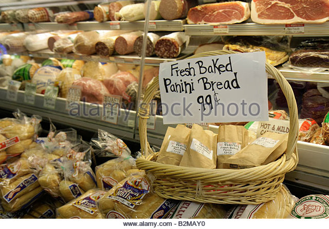 Wisconsin Kenosha Tenuta's Delicatessen Liquors and Wines Italian market food imported products cold cuts meats - Stock Image
