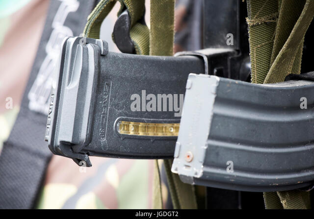 emag 30 magpul 30 round magazine for british army sa80 rifle lightweight compared to steel magazine uk - Stock Image