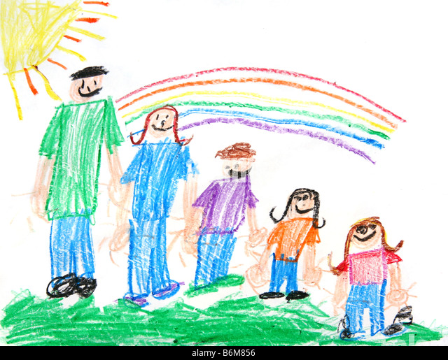 Childs Primitive Crayon Drawing of a Family of 5 People With a Sun and Rainbow - Stock-Bilder