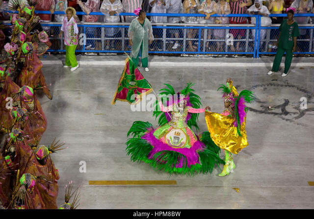 The famous samba school parade starts at Rio de Janeiro sambodromo, with the presentation of Mangueira samba school - Stock Image