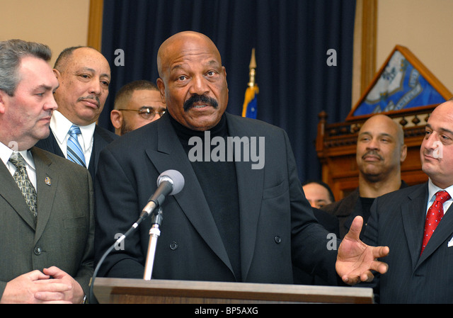 Football legend Jim Brown speaks during an event for his charity Amer-I-Can, which helps troubled youths. Hartford, - Stock Image