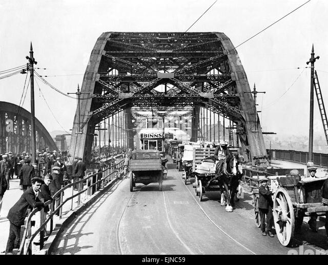 Wearmouth Bridge in Sunderland in the 1930s - Just a different kind of traffic jam in those days 01/06/31circa - Stock Image