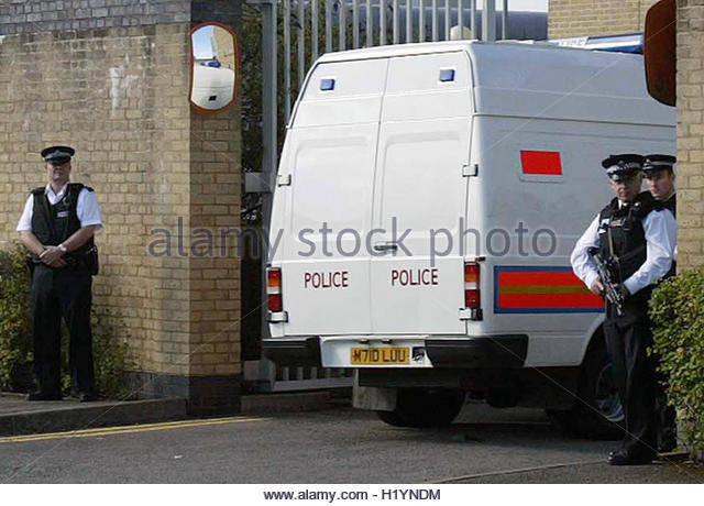 A van believed to contain suspects charged in connection with the failed bombings in London on July 21 arrives at - Stock Image
