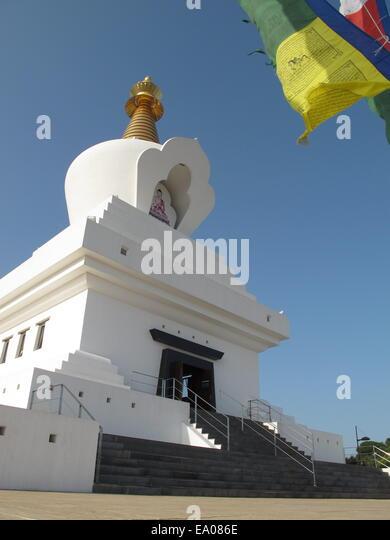 buddhist single men in andalusia The alhambra (/ æ l ˈ h æ m b r ə / spanish:  arabic: الْحَمْرَاء  [ʔælħæmˈɾˠɑːʔ], al-ḥamrā, litthe red one, the complete arabic form of which was qalat al-hamra) is a palace and.