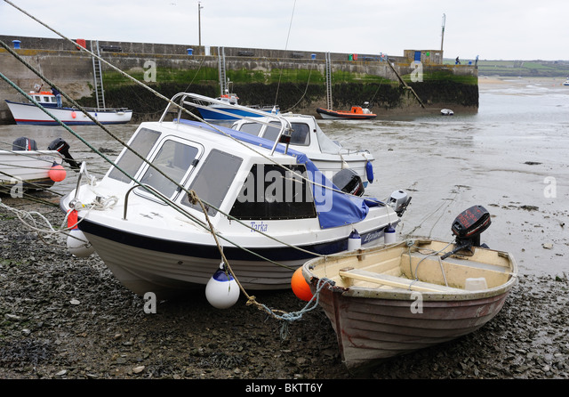 Pleasure boats beached at low tide in Padstow harbour Cornwall - Stock Image