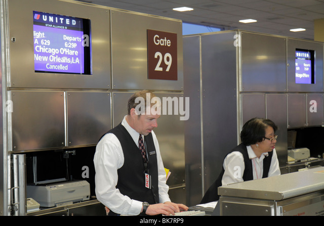 Virginia Arlington Ronald Reagan Washington National Airport DCA United Airlines boarding gate departure attendant - Stock Image