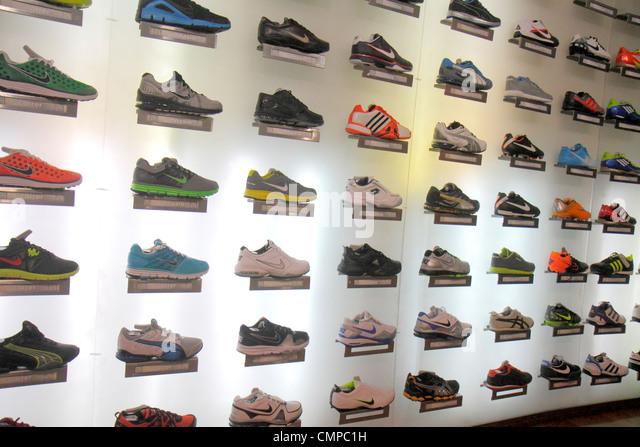 Peru Lima Miraflores Malecon de la Reserva Larcomar shopping center centre retail business shoe store business footwear - Stock Image