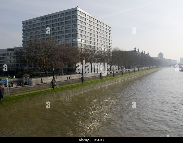 St Thomas' Hospital on the South Bank in London, with the new building in the foreground and the old building - Stock Image