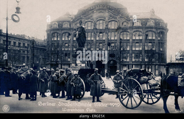 Berlin street battles, March 1919. Troops in front of Tietz department store. During Spartacist Uprising of German - Stock Image