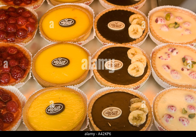 Paris France Place de la Madeleine Fauchon gourmet shop tartlets briosche doree - Stock Image