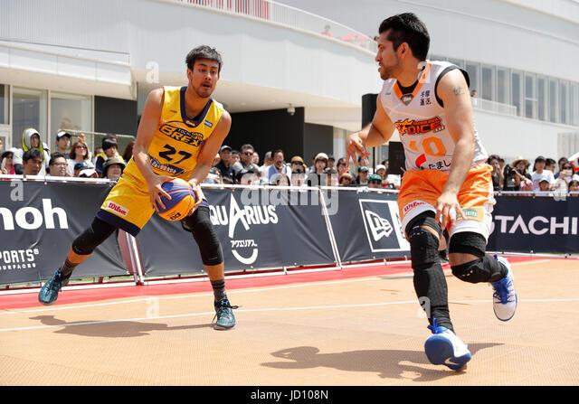 Tokyo, Japan. 17th June, 2017. (L-R) Josei maniwa (BREX.EXE), Ken Tanaka (TACHIKAW DICE) Basketball : 33 PREMIER.EXE - Stock Image