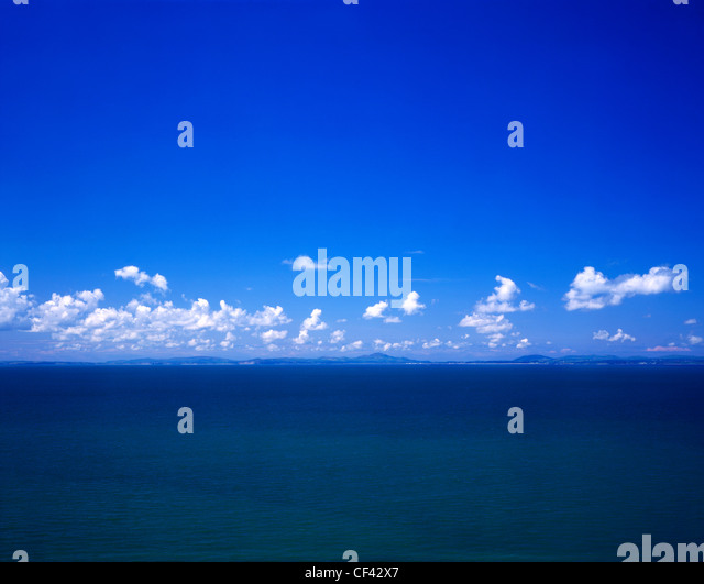 A line of clouds form along the horizon above the hills of the Lleyn Peninsula. - Stock Image