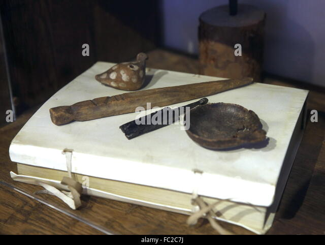 Moscow, Russia. 20th Jan, 2016. Artefacts on display in the Old English Court, a building which used to house an - Stock Image