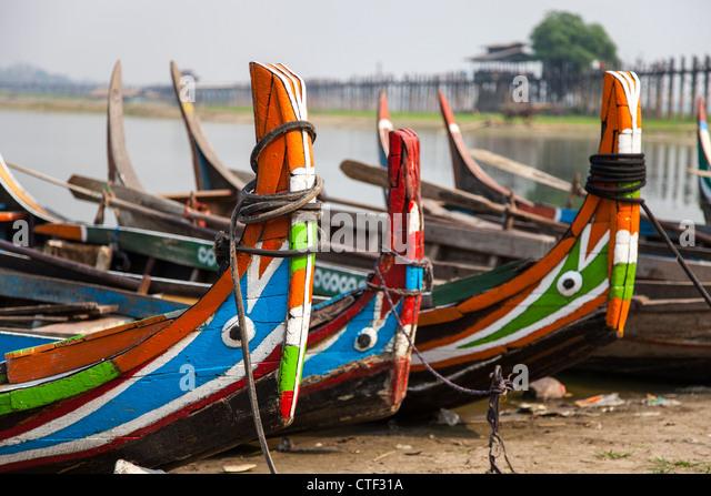 Row of boat taxis at Amarapura, Myanmar - Stock-Bilder