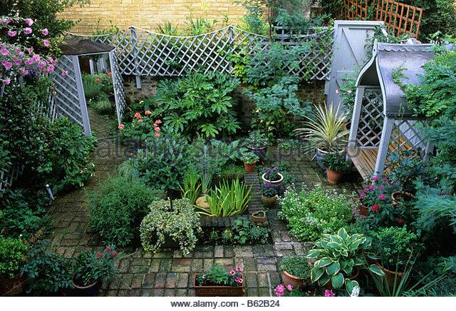 Private Small Garden Design: Mirr Stock Photos & Mirr Stock Images