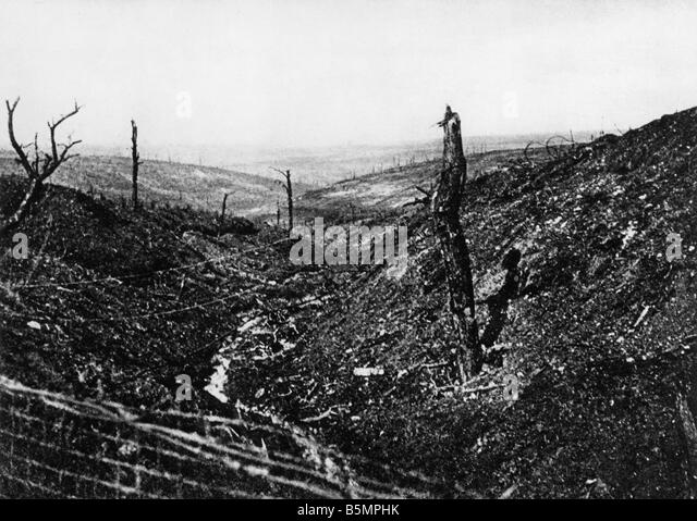 9 1916 10 24 A1 4 E Douaumont Caures forest 1916 World War 1 1914 18 Western Front Battle of Verdun 1916 The destroyed - Stock-Bilder