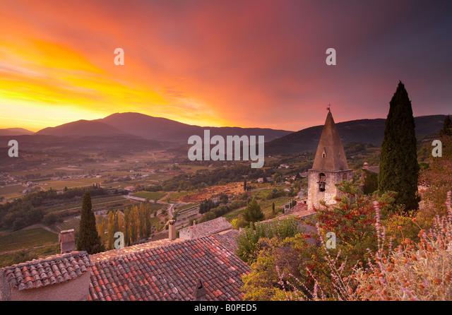 dawn over Mount Ventoux from the village of Crestet in the Dentelles de Montmirail, nr Vaison-la-Romaine, Provence, - Stock Image