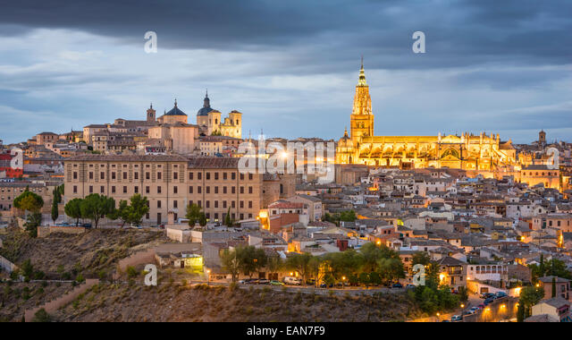 Toledo, Spain town skyline at dusk at the Cathedral. - Stock-Bilder