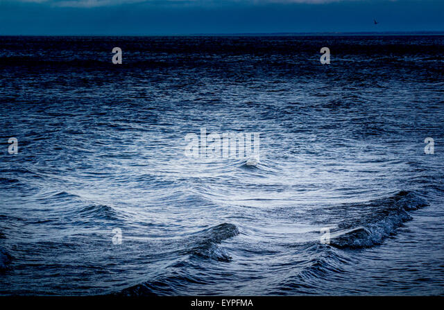 waves-coming-into-shore-on-lake-huron-wi