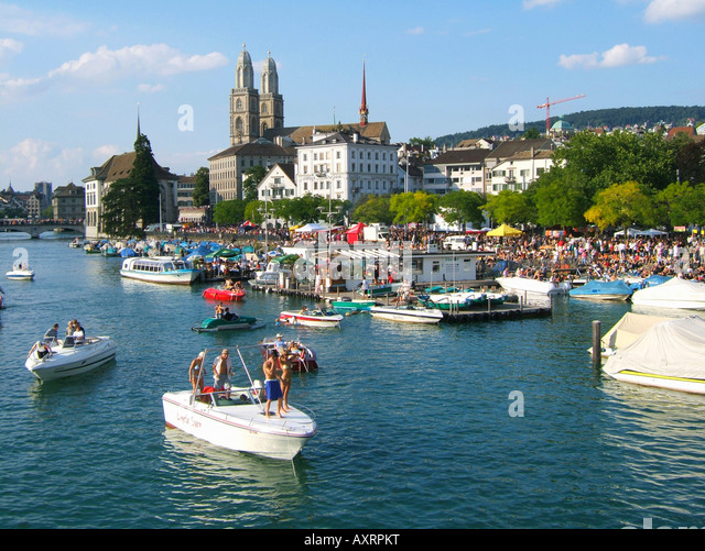 Switzerland Zurich street parade party boats on river Limmat Grossmuenster skyline Zuerich - Stock Image