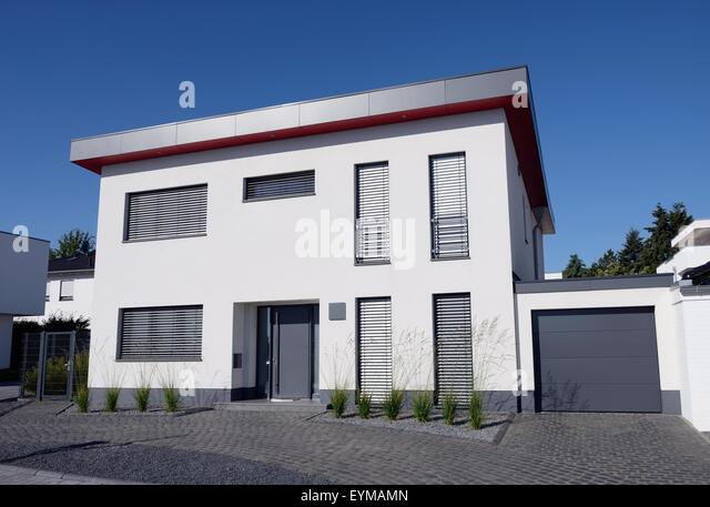 Einfamilienhaus mit Garage, Deutschland, Nordrhein-Westfalen, Mönchengladbach - Stock-Bilder