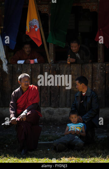 Spectators at an archery match in Paro, Bhutan - Stock-Bilder