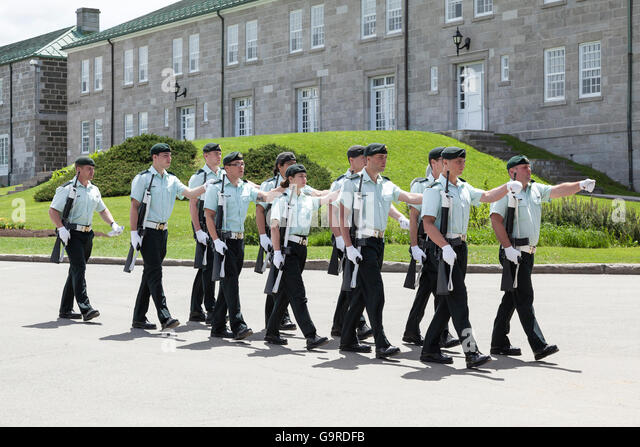 Members of the 22e Regiment at La Citadelle in Quebec City practice drill - Stock Image