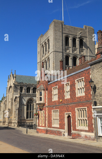 Bury St. Edmunds, Norman Gate and Cathedral, Suffolk, England UK - Stock Image