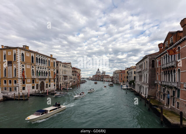 Boats sailing on the Grand Canal and the church of Santa Maria della Salute. - Stock Image
