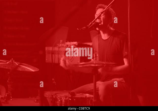 Dean Spunt plays drums. NO AGE at Rhinos in Bloomington Indiana. September 15, 2010. - Stock-Bilder
