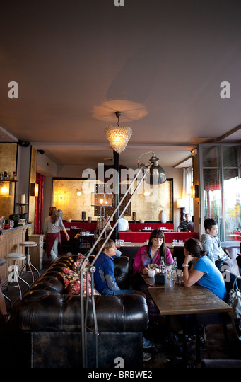 Mme stock photos mme stock images alamy - Canal saint martin restaurant ...