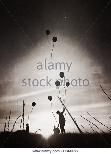 Silhouette Father With Children Releasing Balloons In Sky - Stock-Bilder