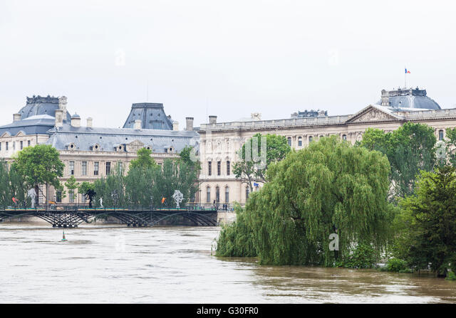 Flood, Louvre, pont des Arts, square du vert galant, Paris, 2016 - Stock Image