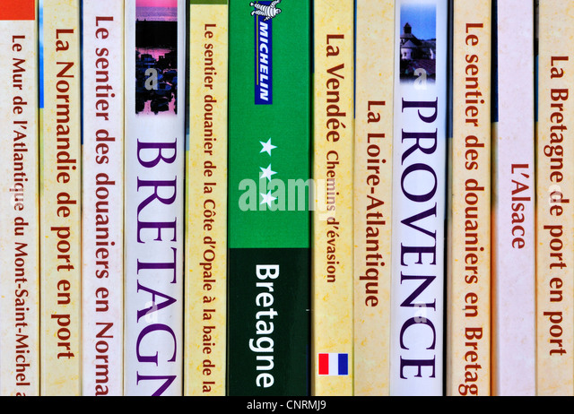 French collection of travel guides and assortment of guidebooks about France on bookcase bookshelf - Stock-Bilder