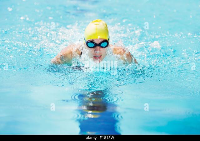 Swimmer wearing goggles in pool - Stock-Bilder