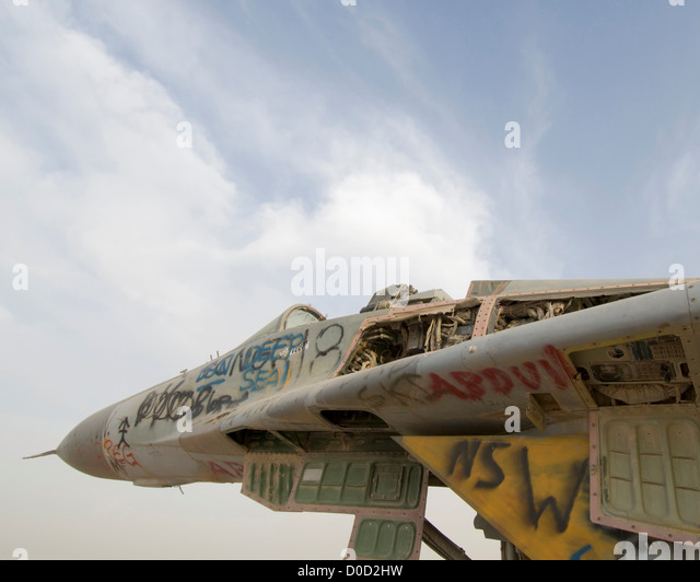 Destroyed Sukhoi SU-27 Flanker at Al Taqaddum Air Base in Iraq's Al Anbar Province - Stock Image