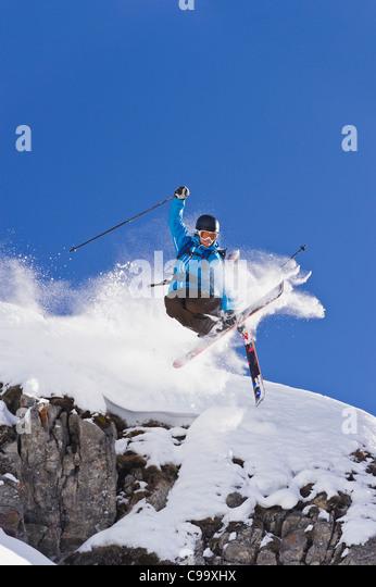 Austria, Zuers, Young man doing telemark skiing on Arlberg mountain - Stock Image