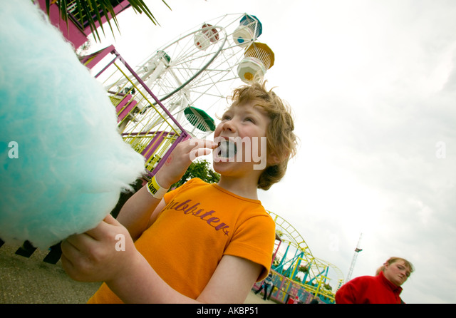 Children eating candyfloss - Stock-Bilder