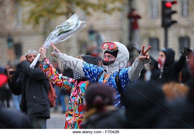 Paris-10E-Arrondissement, France. novembre 29th, 2015. FRANCE, Paris : A couple of demonstrators dressed as a clowns - Stock Image