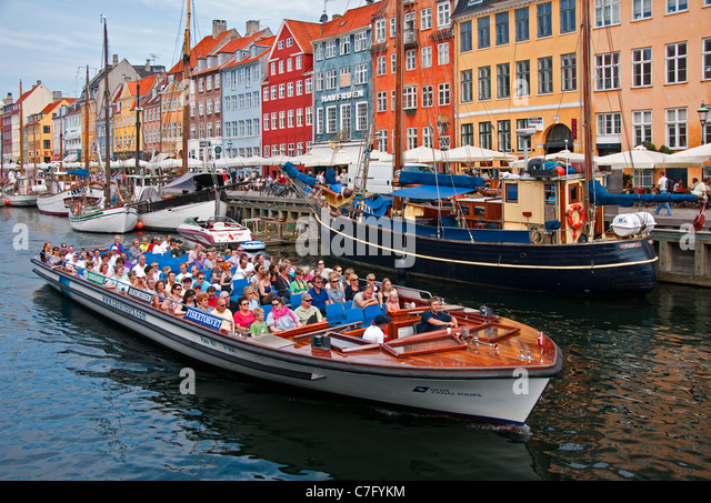 Copenhagen canal cruise tour boat in Nyhavn - Stock Image