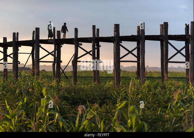 U Bein Bridge - the longest teakwood footbridge in the world in Amarapura near Mandalay, Burma (Myanmar) - Stock-Bilder