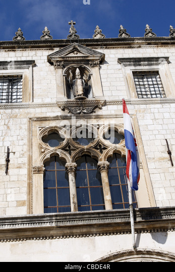SPONZA PALACE WINDOW & STATUE OF ST.VLAHO OLD TOWN DUBROVNIK CROATIA 08 October 2011 - Stock Image