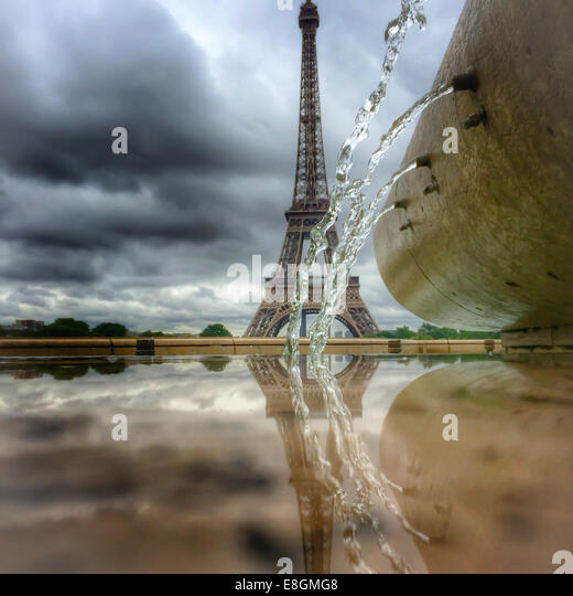 France, Paris, Eiffel Tower and water fountain - Stock Image