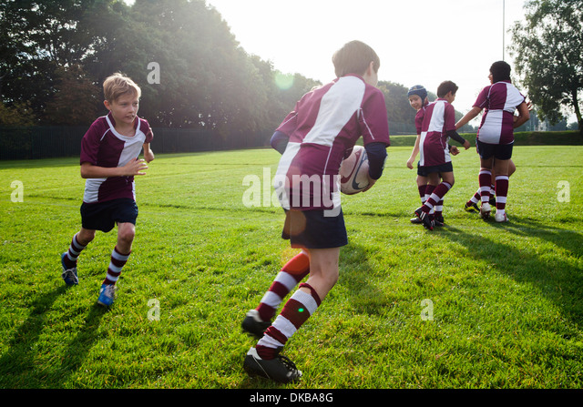 Teenage schoolboy rugby team in practice - Stock Image